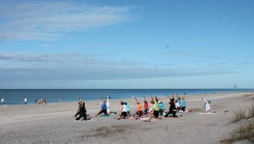 manasota-beach-yoga-friday-morning